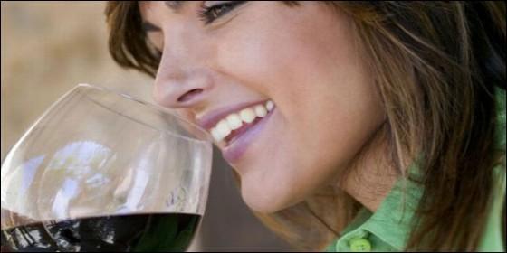 Vino tinto previene las caries y la enfermedad de las encías